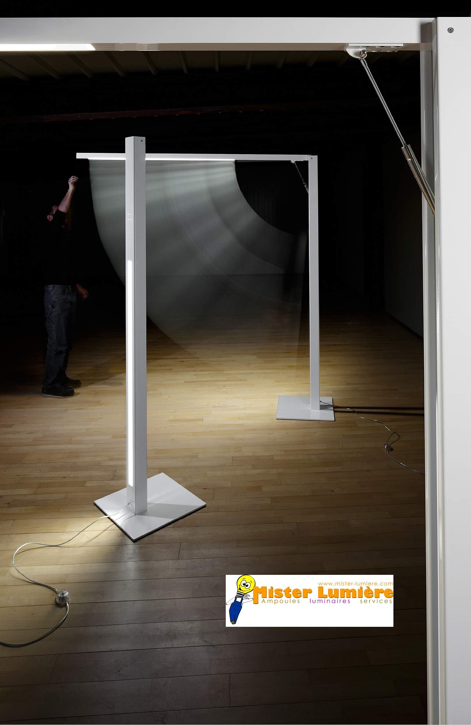 Lampadaire modulable, MOVIE de ZAVA, finition gris.