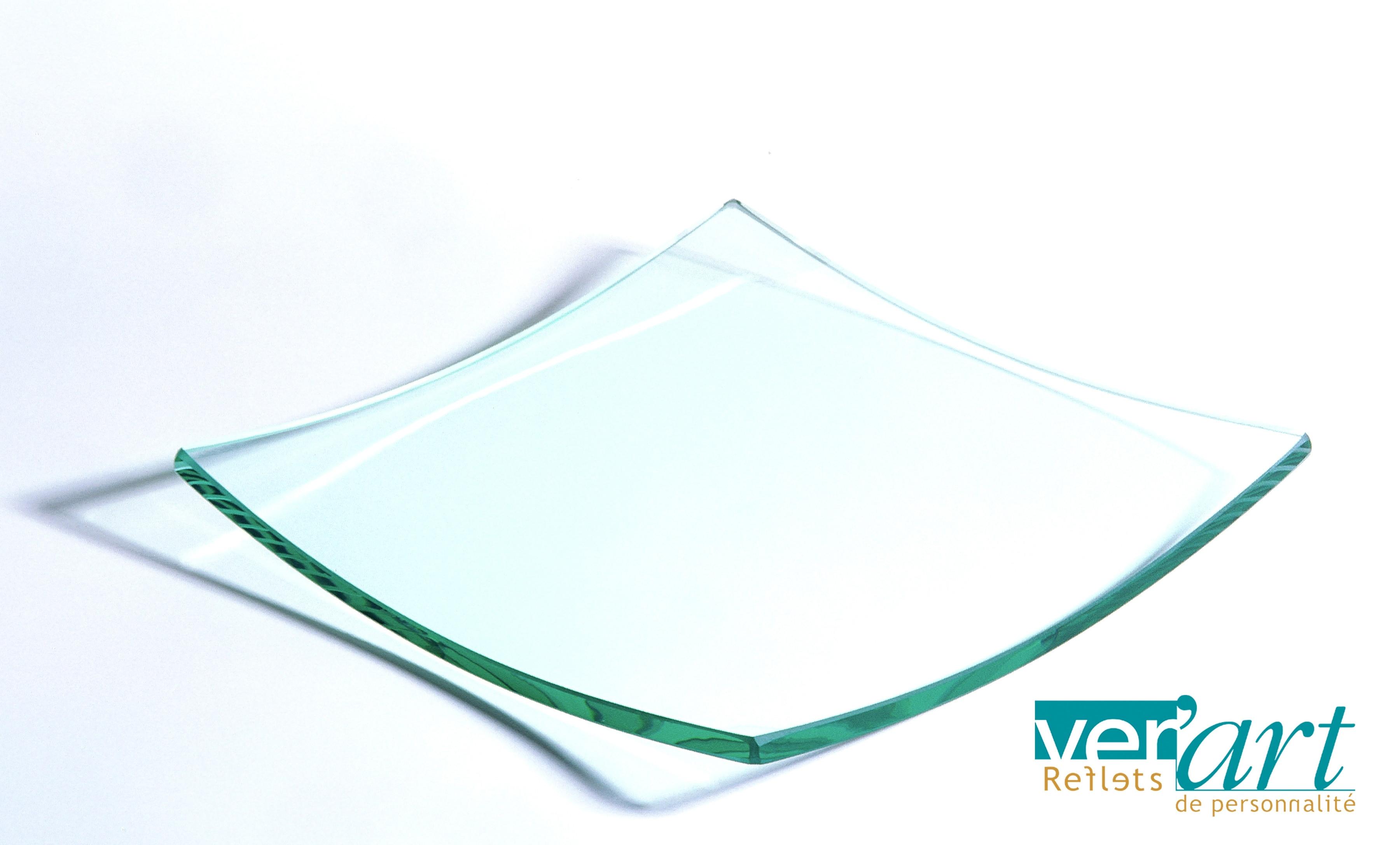 Assiette en verre dimension 20 par 20 claires