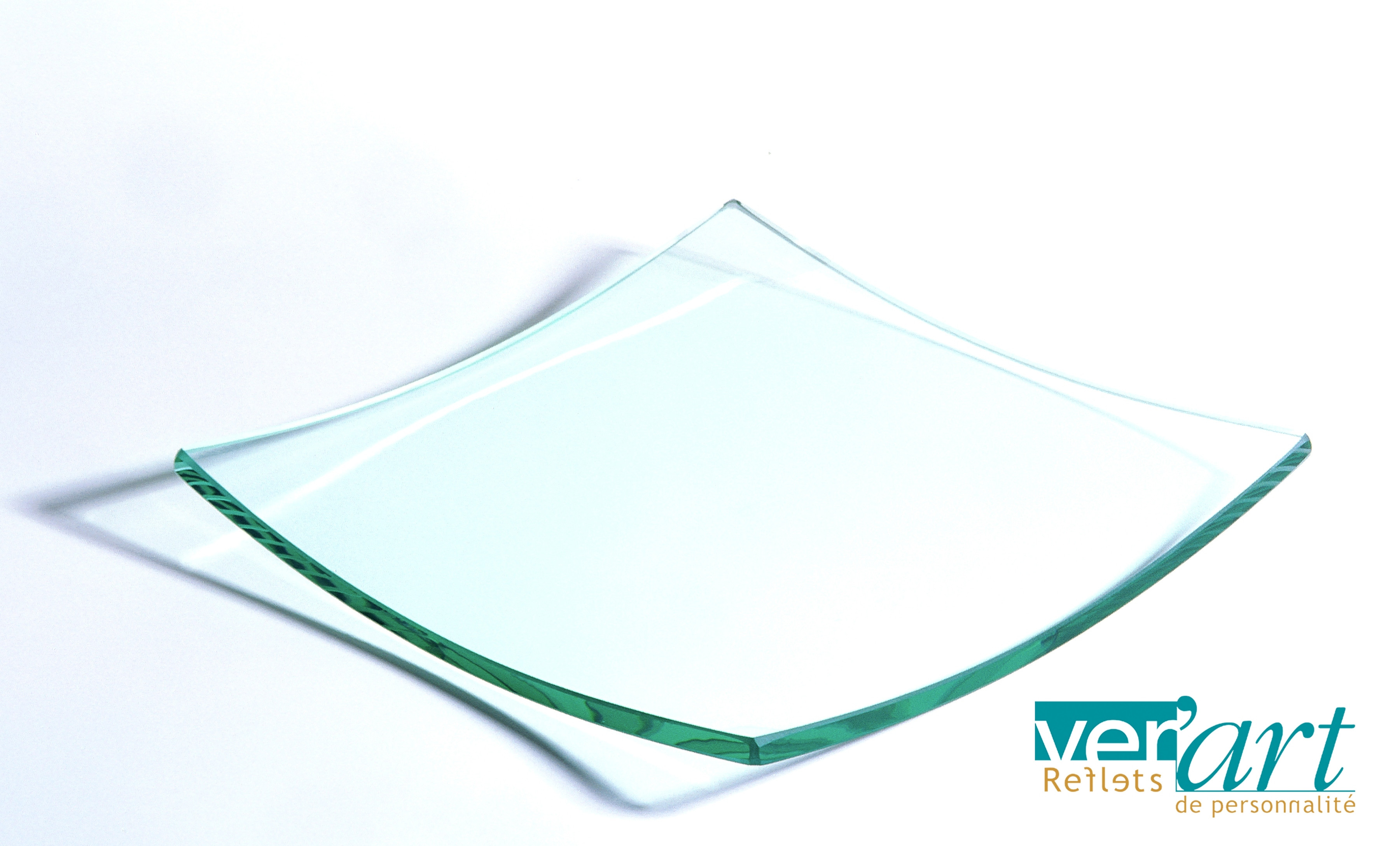 Assiette en verre dimension 15 par 15 claires